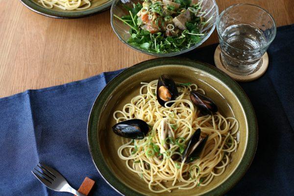 ムール貝のパスタとサラダ