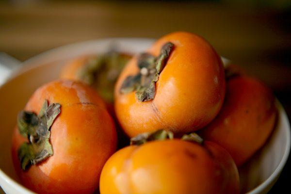 器に盛られた柿